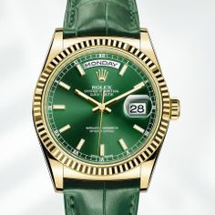 Rolex Day-Date 36 mm in yellow gold, fluted bezel, green dial and leather strap.