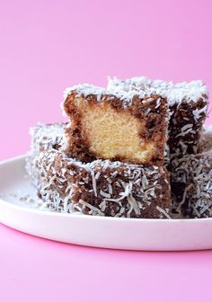 Learn how to make gorgeous homemade lamingtons from scratch. this gorgeous australia sponge cake is dipped in chocolate and covered in coconut - yum! Candy Recipes, Dessert Recipes, Baking Recipes, Mini Desserts, Pizza Recipes, Healthy Desserts, Delicious Desserts, Vegan Recipes, Dinner Recipes