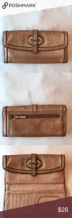 Fossil wallet, cow hide (leather) This is the real deal my friends! It's been loved, but LOTS of life left. The leather is dreamy soft... make me an offer👍🏻 Fossil Bags Wallets