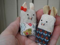 Teeny Tiny Mice - free pattern, thanks so for share xox eep. ☆ ★   https://uk.pinterest.com/peacefuldoves/