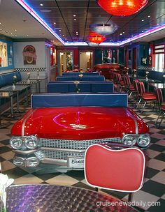 love the color scheme - Cruise News Daily - Pride of America ate here alot they had great food! 1950s Diner, Vintage Diner, Retro Diner, 50s Diner Kitchen, Cafeteria Retro, Bar Retro, Pride Of America, Diner Decor, Car Furniture