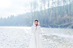 Brautmantel zum Boho Brautkleid für die Winterhochzeit (www.noni-mode.de - Foto…