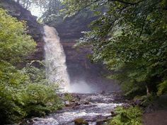 Hardraw Force Hawes The Falls in Summer Yorkshire Dales, North Yorkshire, Places Around The World, Around The Worlds, North Cascades, English Countryside, Nature Scenes, Lake District, British Isles