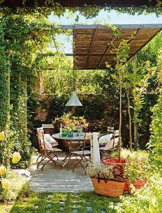 Delightful farmhouse sanctuary with charming details in Spain Small Pergola, Pergola Patio, Diy Patio, Backyard Landscaping, Patio Stone, Patio Privacy, Flagstone Patio, Budget Patio, Small Patio