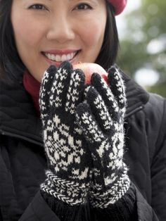 Free Pattern - Fair isle gloves #knit in a super fine weight with beautiful detailing.