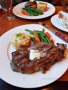 Z's Steak & Chop Haus - good, delicious steaks in Utah Pub Food, Cafe Food, Food Food, Steak Dishes, Food Dishes, Beef Recipes, Cooking Recipes, Healthy Recipes, Healthy Low Calorie Breakfast