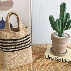 코바늘 마 실 가방 : 네이버 블로그 Crochet Clutch, Tote Bags Handmade, Net Bag, Clutch Purse, Straw Bag, Purses, Knitting, Pattern, Design