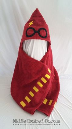 Harry Potter Hooded Towel Community Post: 19 Things You Need For Your Harry Potter Themed Bathroom Baby Harry Potter, Baby Shower Harry Potter, Harry Potter Bathroom, Harry Potter Nursery, Harry Potter Baby Clothes, Our Baby, Baby Love, Baby Needs, Harry Potter Accesorios