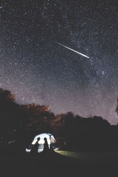 camping under the stars Trekking, Chasing Pavements, Surf, Sleeping Under The Stars, Kayak, The Mountains Are Calling, Camping And Hiking, Truck Camping, Belle Photo