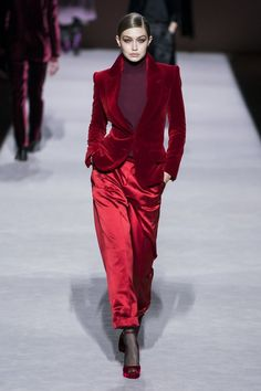 New York Fashion Week Tom Ford Fall 2019 Ready-to-Wear Collection - Vogue Women's Runway Fashion, Fashion Moda, Fashion 2020, New York Fashion, Look Fashion, High Fashion, Fashion Design, Fall Fashion, Tom Ford
