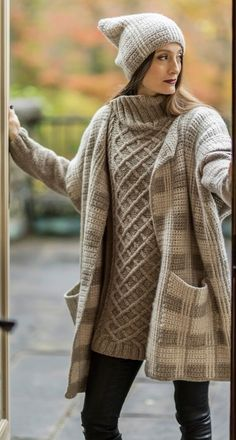 Resultado de imagem para yarn by anya cole Knitted Coat, Hand Knitted Sweaters, Knitted Blankets, Sweater Layering, Thick Sweaters, Knitting Designs, Winter Wear, Scarf Styles, Crochet Clothes