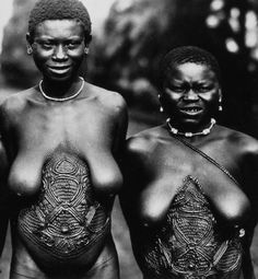 Africa | Bamileke women with body scarification. ca. 1945 - 1979 | ©Bohumil Holas // PP0179366