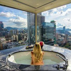 I want one like this....quero um banheiro assim...❤#lifestyle. #homedesign #homedecor. #luxurybathroom