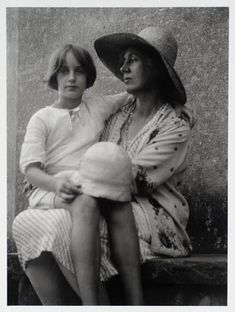 Angelica Vanessa Garnett, née Bell, and her mother Vanessa Bell, sister of Virginia Angelica Bell, Mother Angelica, Leonard Woolf, Duncan Grant, Vanessa Bell, Bloomsbury Group, Dorothy Parker, Virginia Woolf, Artist Life