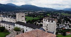 Die Festung Hohensalzburg, das Wahrzeichen Salzburgs, ist ein beliebtes Motiv bei Souvenirs, Ansichtskarten, Puzzles und Selfies. • Trendlupe in Salzburg