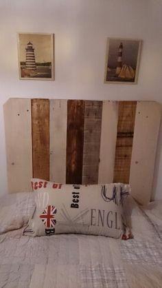este es un cabecero hecho con madera de palets