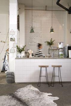 colour palate and conrete countertop Coffee Shop Design, Cafe Design, Interior Inspiration, Room Inspiration, Lunch Room, Kitchen Styling, Interior Design Kitchen, Stores, New Kitchen