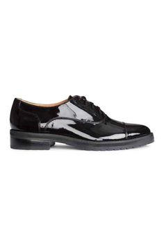 Chaussures basses vernies