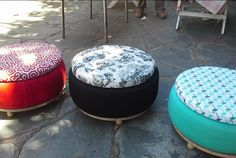 Puff reciclados Tire Furniture, Recycled Furniture, Home Decor Furniture, Tire Ottoman, Tire Seats, Tire Craft, Tyres Recycle, Old Tires, Diy Bottle
