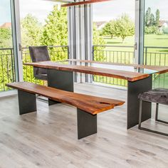 Ein Massivholztisch aus Schweizer Holz nach Kundenwunsch in Beinwil am See hergestellt. Outdoor Furniture, Outdoor Decor, Dining Bench, Design, Home Decor, Types Of Wood, Swiss Guard, Oak Tree, Rustic