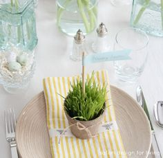 Make a nature-inspired tablescape for your Easter table this year! Loving the peat pots and greenery! {via @Shauna Oberg @ Satori Design} /ES