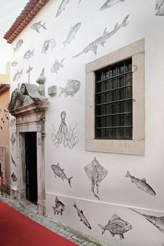 I wish I lived somewhere hot and dry for this fab exterior wall. from Wallprinters in Portugal Deco Restaurant, Restaurant Exterior, Seafood Restaurant, Restaurant Design, Seafood Shop, Restaurant Lighting, Restaurant Concept, Murals Street Art, Fish Design