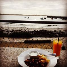#Repost @thelittleblacksheephireco  One of the perks of the job. Early morning pack up=delicious breaky overlooking the bay at Warrnambool's @pavilioncafebar #destinationwarrnambool #delicious #earlymorning #packup #wedding #weddinghire #eventhire #warrnamboolwedding #thelittleblacksheephireco #greatstarttotheday #pavilion3280 #love3280 #warrnamboolbreakwater by destinationwarrnambool