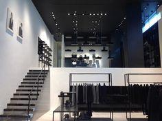Концептуальный дизайн авторского магазина одежды в минималистском стиле