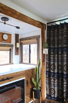 How to Make Burlap Roller Shades (no-sew)! Roller Shades, House, Rv Curtains, Diy Curtains, Home, Remodel, House Window, Renovations, Rv Remodel
