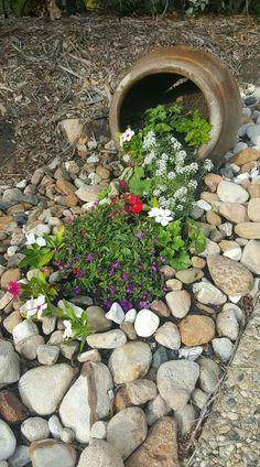 Source by majobra. Small Front Yard Landscaping, Landscaping With Rocks, Backyard Landscaping, Garden Yard Ideas, Garden Projects, Garden Art, Amazing Gardens, Beautiful Gardens, Rock Garden Design