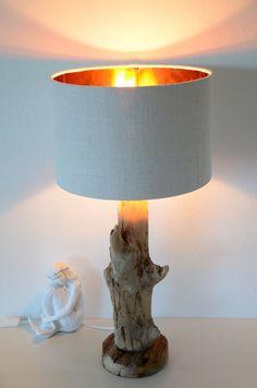 Treibholz-Tischlampe mit Lampenschirm innen von manunatura auf Etsy