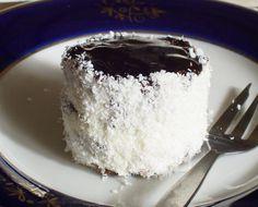 Téli ünnepek kedvence: hólabda vagy kozáksapka | Katarzis Sweet Recipes, Healthy Recipes, Healthy Meals, Yami Yami, Xmas Desserts, Winter Food, Vanilla Cake, Recipies, Cheesecake