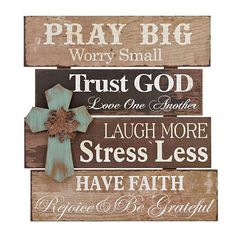 Christmas DIY: Another great find o Another great find on 'Pray Big' Cross Wall Sign Pallet Crafts, Pallet Art, Pallet Signs, Rustic Wood Crafts, Wood Projects, Craft Projects, Projects To Try, Rustic Signs, Wooden Signs