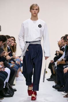A look from the J.W. Anderson Spring 2016 Menswear collection.