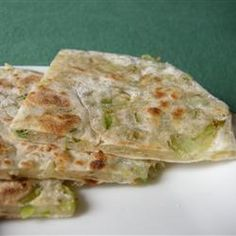 Green Onion Cakes - These savory green onion pancakes make a great accompaniment to grilled meat or chicken. Onion Cake Recipe, Onion Bread, Thing 1, Asian Cooking, Green Onions, Vegetable Dishes, So Little Time, Cake Recipes, Bread Recipes