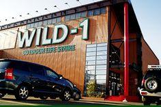 WILD-1は、キャンプ道具を購入するだけでなく、使い方を学び、楽しめる懐の深いアウトドアショップです。オリジナルブランド「テンマクデザイン」、キャンプ場「ワイルドフィールズおじか」など、WILD-1の魅力を紹介します!