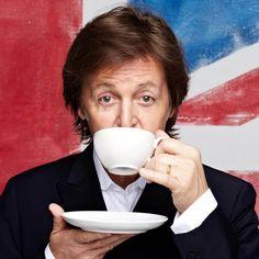 """See Kate Moss, Tom Ford, Meryl Streep   More in Paul McCartney's """"Queenie Eye"""" Video"""