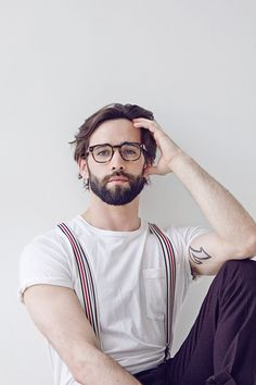 Stunner Levi Jackson stops by the floor of photographer Andreas Constantinou for a showstopping portrait series. We always appreciate a good beard. Levi Jackson, Cool Glasses For Men, Hipster Glasses, Glasses Style, Guys With Glasses, 2017 Glasses, Glasses Man, Mens Glasses Trends, Bearded Men