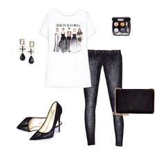 Catwalk printed t-shirt, black jeans,  classic pumps and chain bag