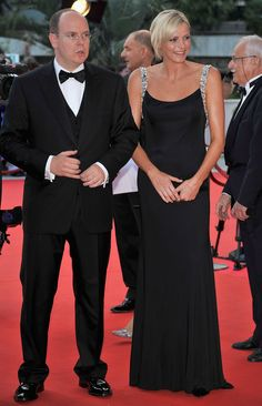 2008 We may never be royals, but Princess Charlene has convinced us that we have a better chance of looking like one.   The posh Princess of Monaco attended the Monte-Carlo Boxing Bonanza on Saturday ...