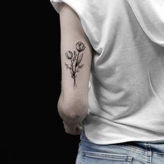 Floral Arm Tattoo, Tulip Tattoo, Flower Tattoo Arm, Back Of Arm Tattoo, Upper Arm Tattoos, Small Arm Tattoos, Inner Bicep Tattoo, Tattoo Small, Mini Tattoos
