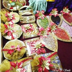 #Wedding #Gifting #Indianweddings #Trays #Hampers #Dryfruits #Chocolates #Goodies #Gold #Red #Maroon #Net #fun #bling #weddinghouse ! For orders : E- wrapp.a.smile@gmail.com BB Pin - 7454895A FB - https://www.facebook.com/WrapASmile