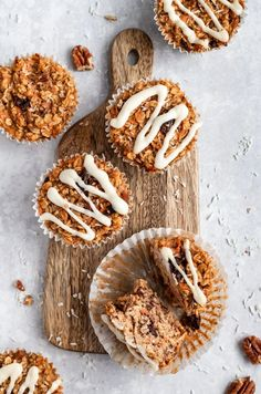 Delicious, healthy carrot cake baked oatmeal cups with raisins, pecans and shredded coconut. These easy carrot cake baked oatmeal cups are naturally sweetened with a touch of maple syrup and topped with a light cream cheese glaze. A wonderful on-the-go or meal prep breakfast for your week! #carrotcake #oatmeal #bakedoatmeal #mealprep #healthybreakfast #glutenfree Easy Carrot Cake, Carrot Cake Cookies, Carrot Cake Oatmeal, Healthy Carrot Cakes, Healthy Food Blogs, Healthy Sweets, Healthy Snacks, Healthy Breakfasts, Healthy Protein