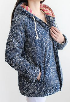 Price:$45.99 Color: Dark Blue Material: Cotton Blends Retro folk style totem print overall mixing color hood coat