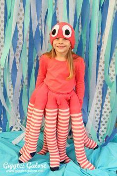 Halloween costumes for girls - DIY Octopus Costume - Giggles Galore Diy Halloween Costumes For Kids, Diy Costumes, Halloween Party, Sea Creature Costume, Costumes Faciles, Under The Sea Costumes, Octopus Costume, Fantasias Halloween, Halloween Disfraces