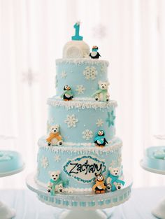 boy birthday parties No arctic blasts here inside this Winter ONEderland Birthday Party at Kara's Party Ideas. Party food, party decor, and much more found here! First Birthday Winter, Boys First Birthday Party Ideas, Winter Wonderland Birthday, Winter Birthday Parties, First Birthday Cakes, Wonderland Party, Winter Onederland, Winter Onderland Cake, Penguin Birthday