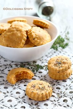 Tomato and Oregano Biscuits - Dolcissima Stefy& recipes , Amouse Bouche, Party Food Platters, Biscuits, Snack Recipes, Cooking Recipes, Biscotti Cookies, Salty Foods, Savoury Baking, Noel Christmas