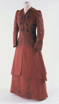 Historical Fashion : Simpler Silhouettes 1900-1910