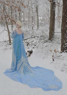 amazing frozen dress, took over 200 hours to make!!!! beautiful!!