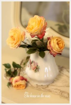 Sweet creamer with rose bouquet